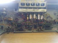 Wzmacniacz zrobiony z radia lampowego buczy.